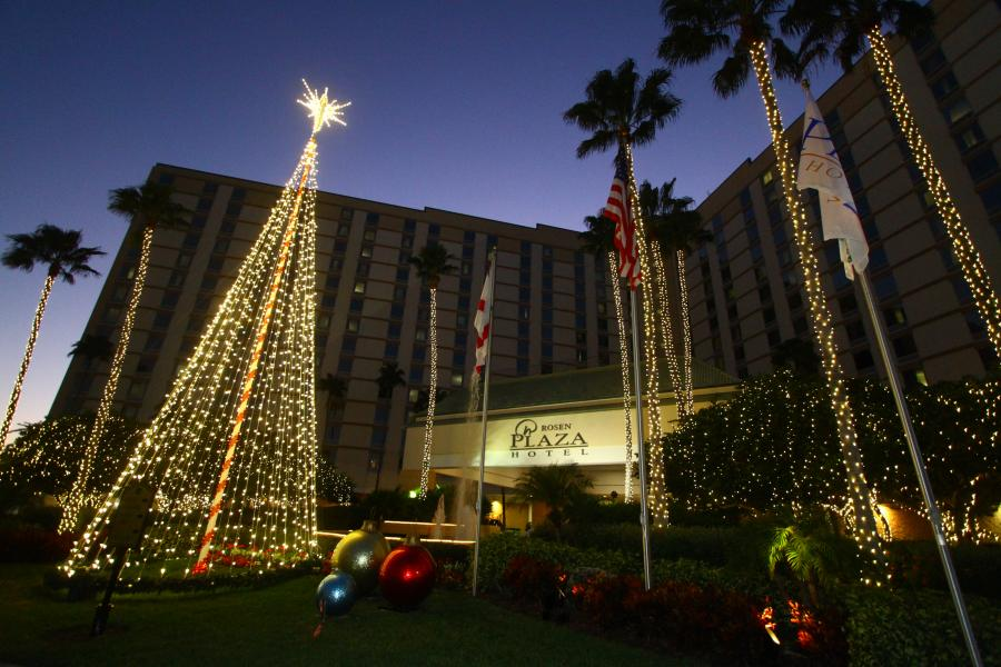 Rosen Plaza Holiday Exterior