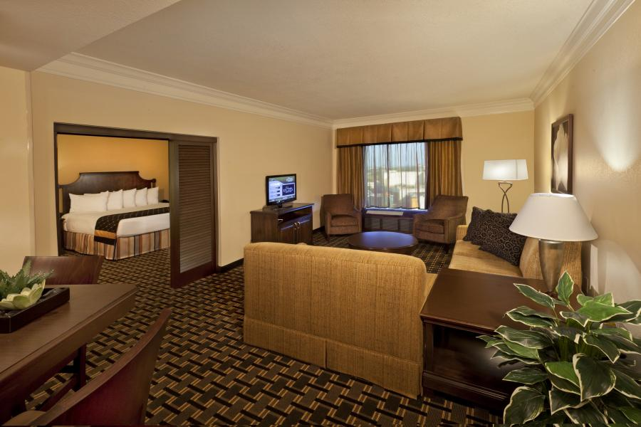 Rosen Plaza's Executive Suite parlor and adjoining king guestroom.