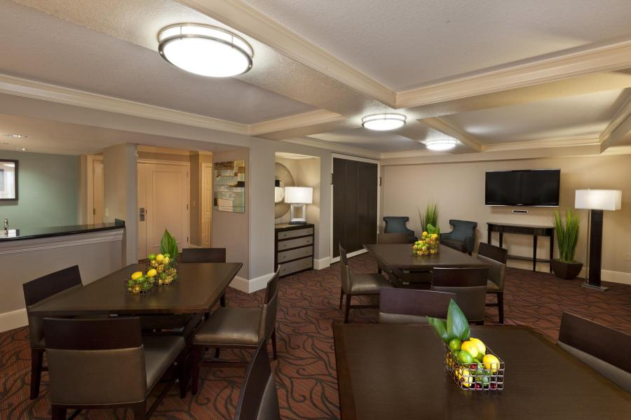 Hospitality Suite, Standard 2-Bay