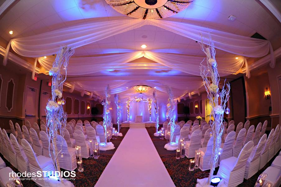 For the dramatic entrance, Rosen Plaza knows how to feature a bride.