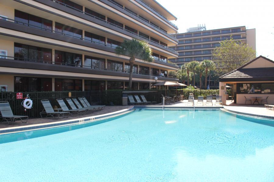 Pool, Wide Shot
