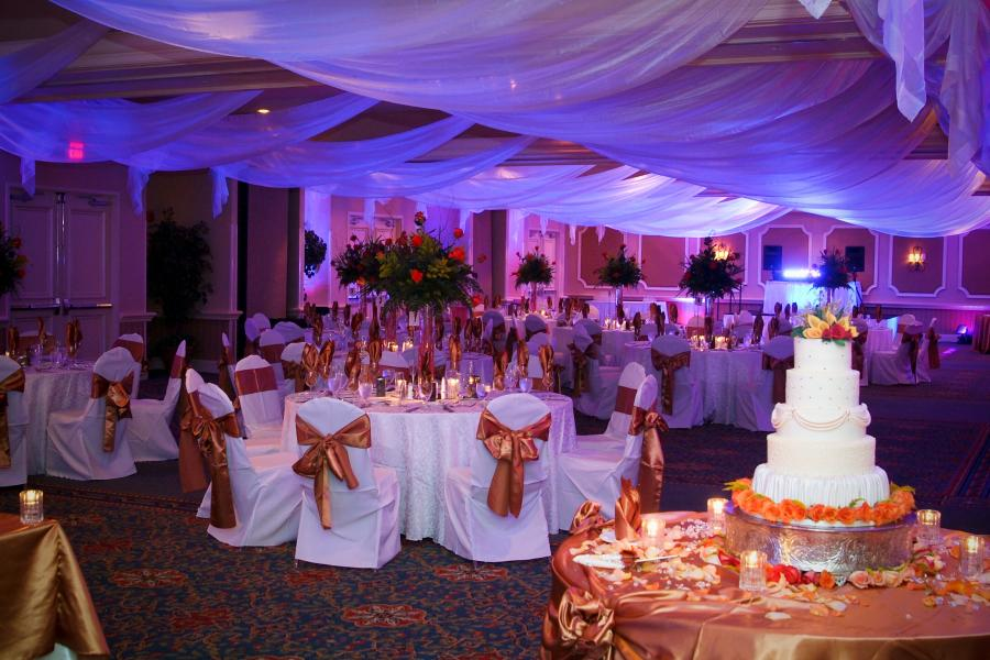 Dream weddings on an affordable budget, Rosen Plaza's specialty.