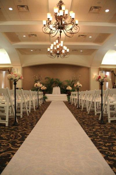 Centre Wedding - Reception Aisle