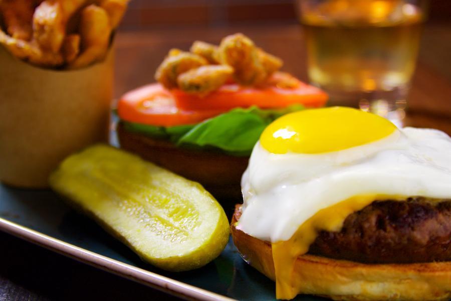 托比亞斯漢堡和釀造 - 托比亞斯燒烤尖辣椒漢堡