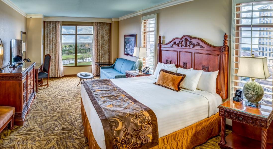The Petite Suite combines grand luxury with distinctive style for an exceptional retreat.