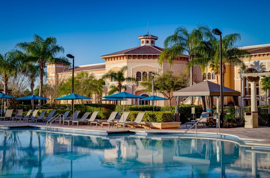 Una de las cuatro piscinas al aire libre del Rosen Centre, the