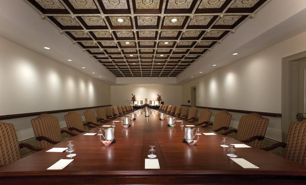 Conveniently located near the three ballrooms, a private boardroom hosts executive meetings.