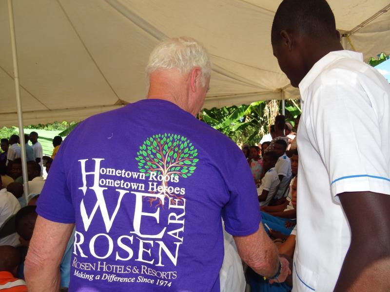 Dezembro. 2017 (Haiti) A hero with