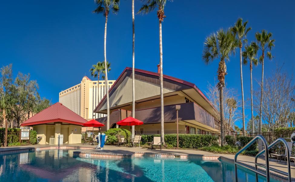 Midpointe Hotel Pool