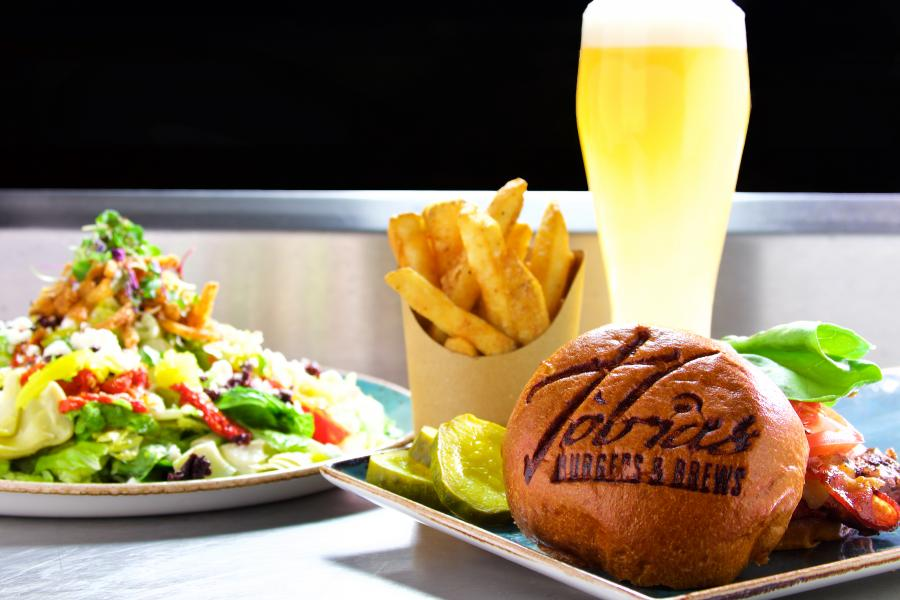Tobias Bourbon Burger - Beer - Salad