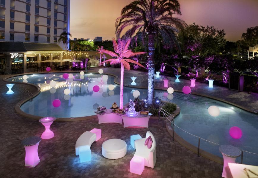 Rosen Plaza Poolside