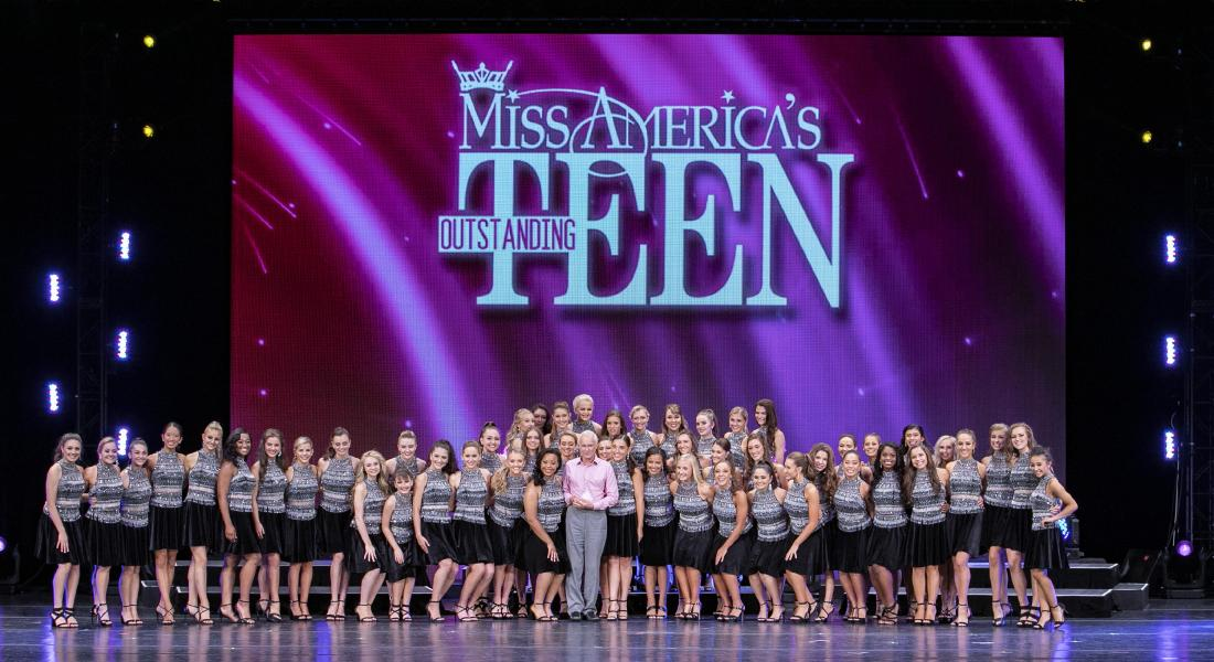 Harris Rosen accepts the Miss America's Outstanding Teen Footprint Award.
