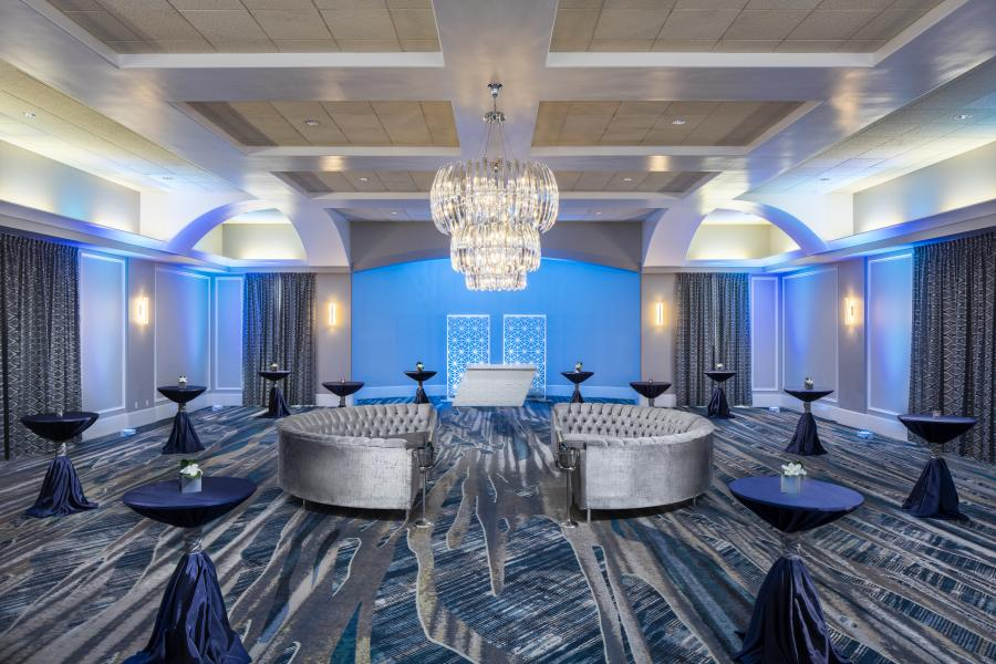 From stately to chic, Rosen Centre's Signature Room exhibits an impressive versatility.