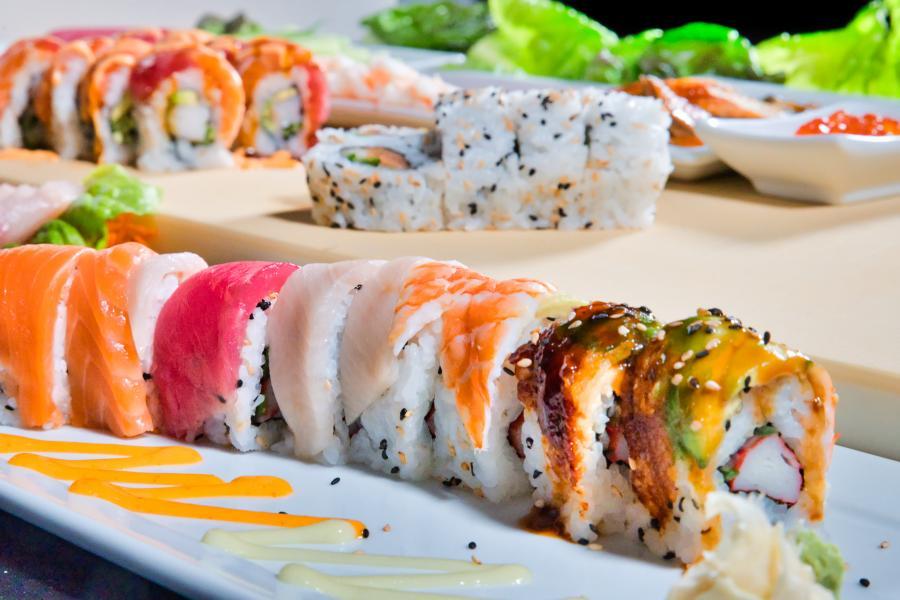 Shogun Sakura Sushi Rainbow roll